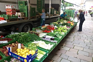 Fresh fruit / vegetable stand in Kindberg