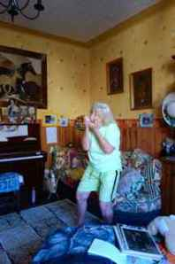 Then Aunt Anne was on a roll... playing about 4 songs on her harmonica!