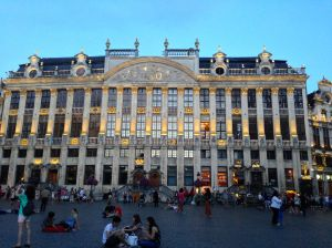 Brussels Square is way larger than Brugge