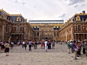 Front of the Palace of Versailles, 6000 residents, no bathrooms.