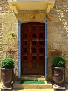 This would be considered a modern front door here in Montignac!  We like them all!