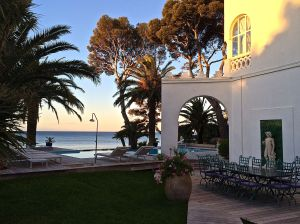 We drove to the French Riviera, St. Raphael to check out a house to rent.  We stayed at this hotel on the beach.