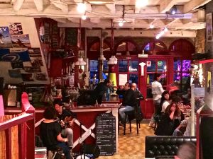 This is a pizza place in Sarlat with live music where we had dinner one night.