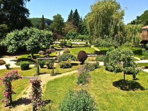 The beautiful gardens at Les Glycine resaurant in Les Eyzies de Tayac Sireuil.