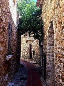 Past this cool little archway...
