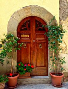 So many nice inviting doorways in this part of the world!