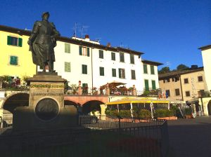 The Italian sea explorer Giovanni Veranzzano anchors the third point on the triangular main square in Greve.